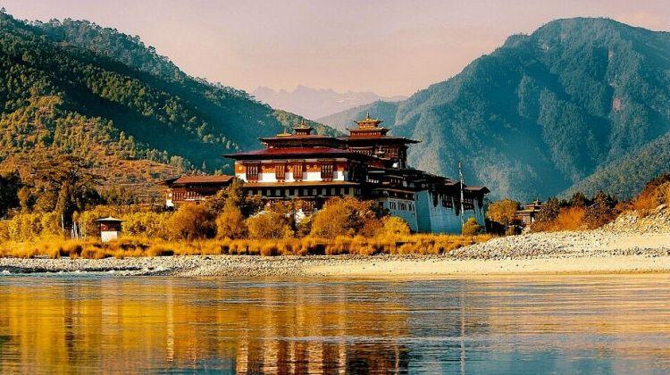 Bhutan & Nepal con Extension a Phokara